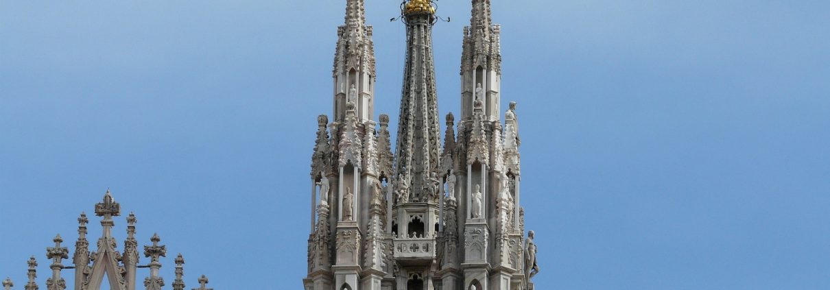 cathedral-117358_1920
