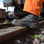 work-shoes-1289798_1920