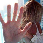 Donna maltrattata violenza ragazza donne